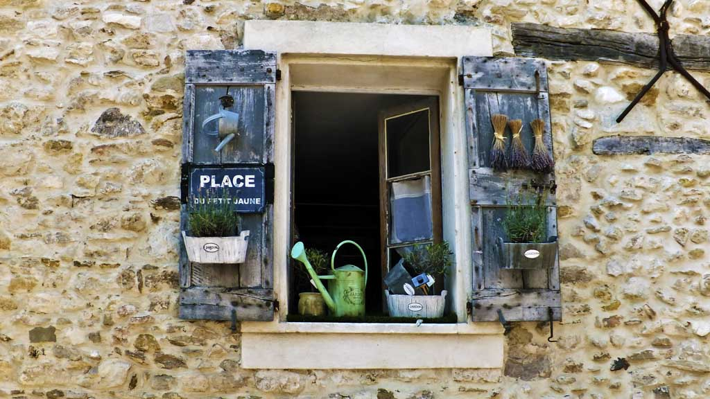 Busy window in Castellet, France